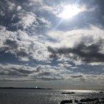 キラッキラな海をバックに1人で撮影でした😊💜心洗われるような綺麗さでした。ぁあ素敵太陽さんこんにちは…