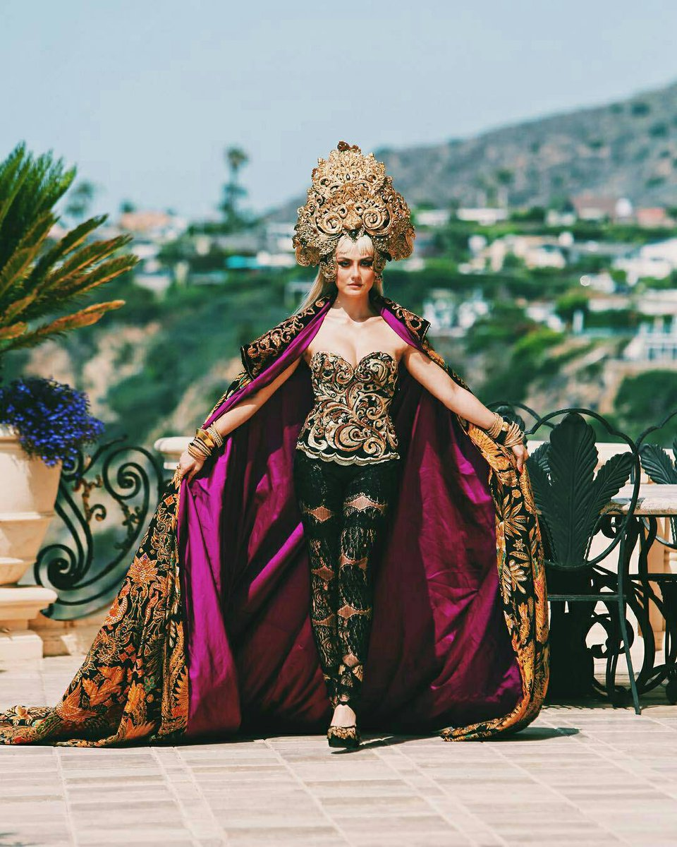 Dear @voguemagazine we&#39;re waiting for an invitation for @AGNEZMO trust me she&#39;s going to kill the #2018METGALA #METGALA #AGNEZMO<br>http://pic.twitter.com/Z4b0qCMCf9