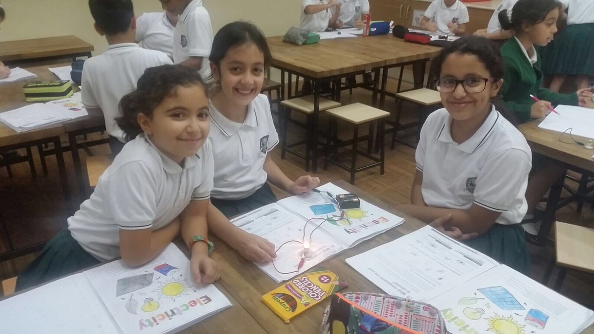Year 4 have been working together to build electrical circuits. #ScienceSunday #KESjuniors <br>http://pic.twitter.com/UlcleSXDvH