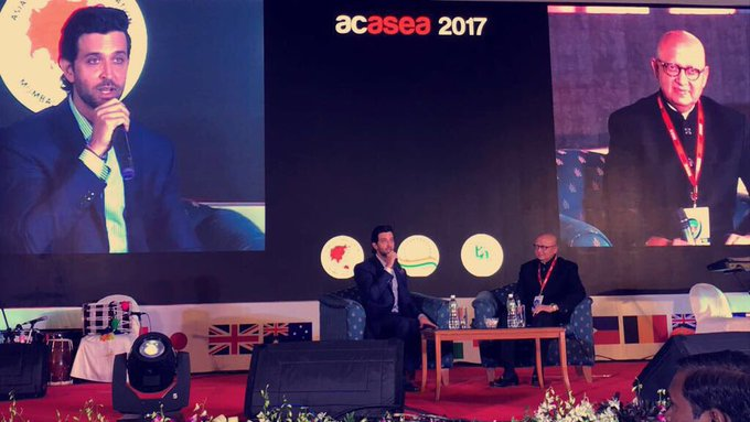 Speaking at the #Acasea2017 giving my thanks to the world of orthopedics not from the bottom of my heart but from the core of my joints 😂 thanks Dr. Sanjay desai for a wonderful eve https://t.co/LSqzBYhZCf
