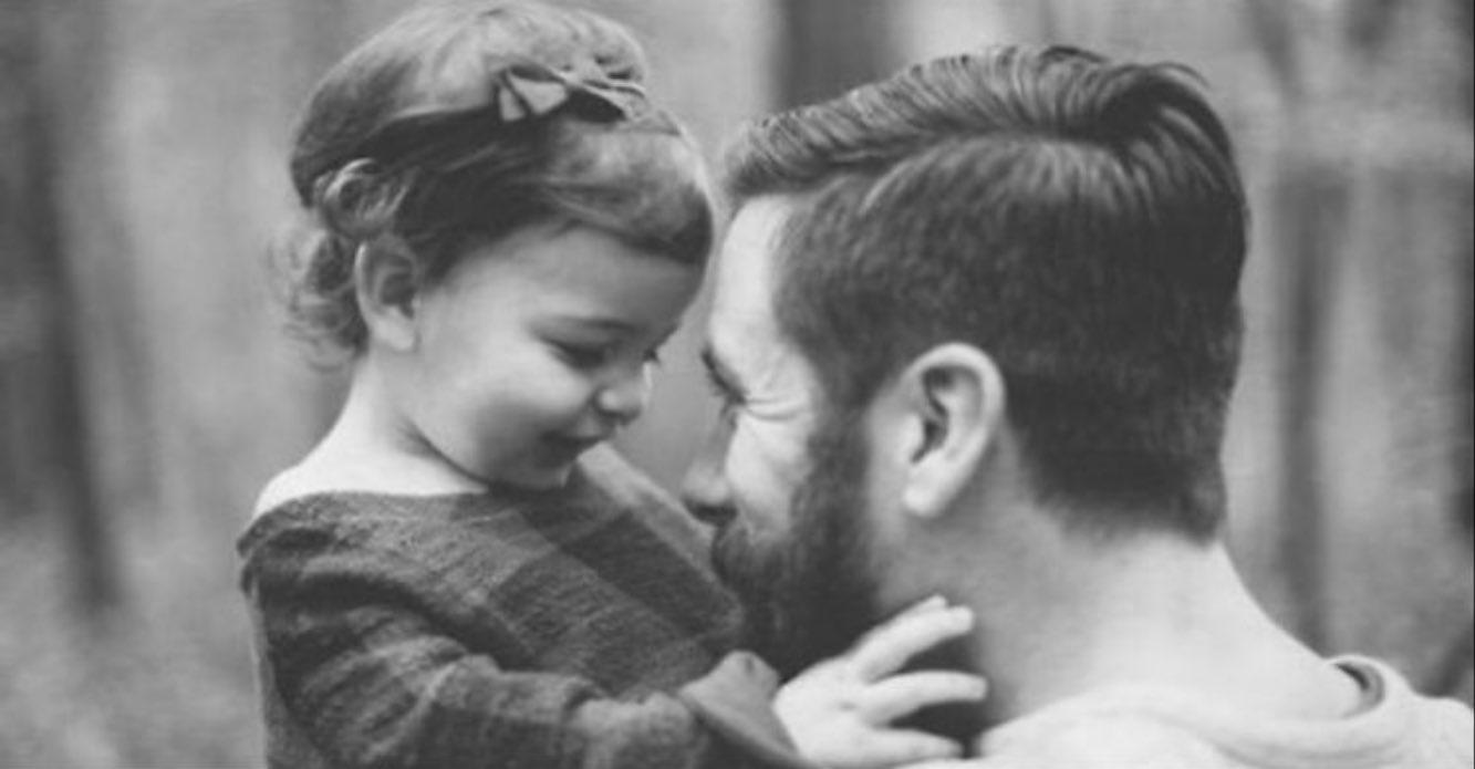 الصورة تقول No Twitter الأب هو ح ب الفتاة الذي لا يخيب أبدا