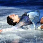 t.asahi.com/o1tyフィギュア #NHK杯 の最終日、エキシビションで演技する、女子優勝…