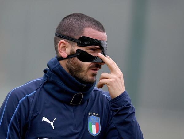 Pics of Bonucci&#39;s batman mask has been the highlight today and Swedens travel shots.  #bonucci #itaswe #wcq<br>http://pic.twitter.com/PgOWLb7NjJ