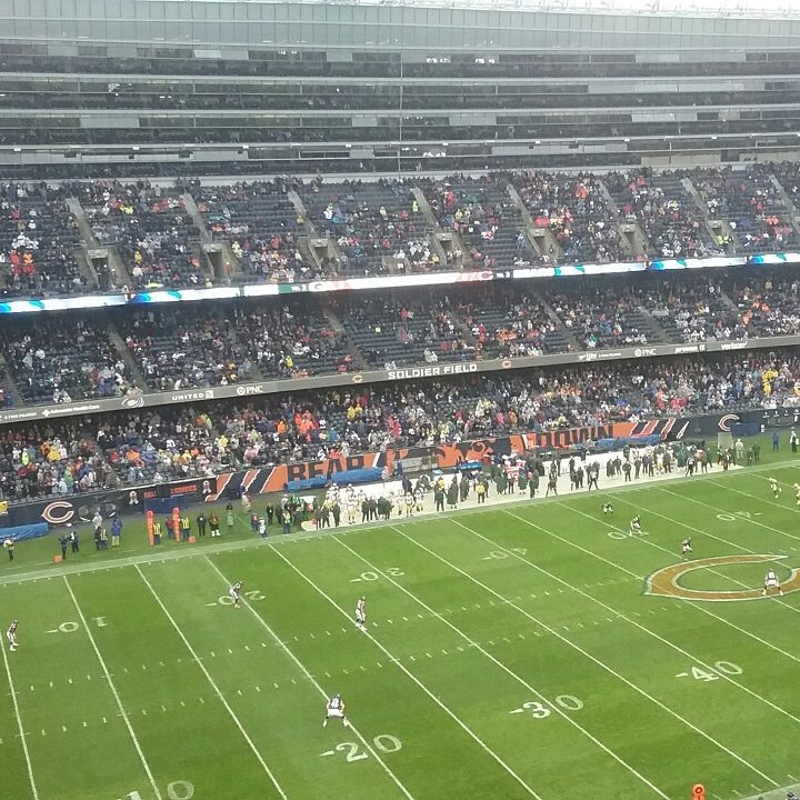 Green Bay Packers at Chicago Bears (rivalry game)
