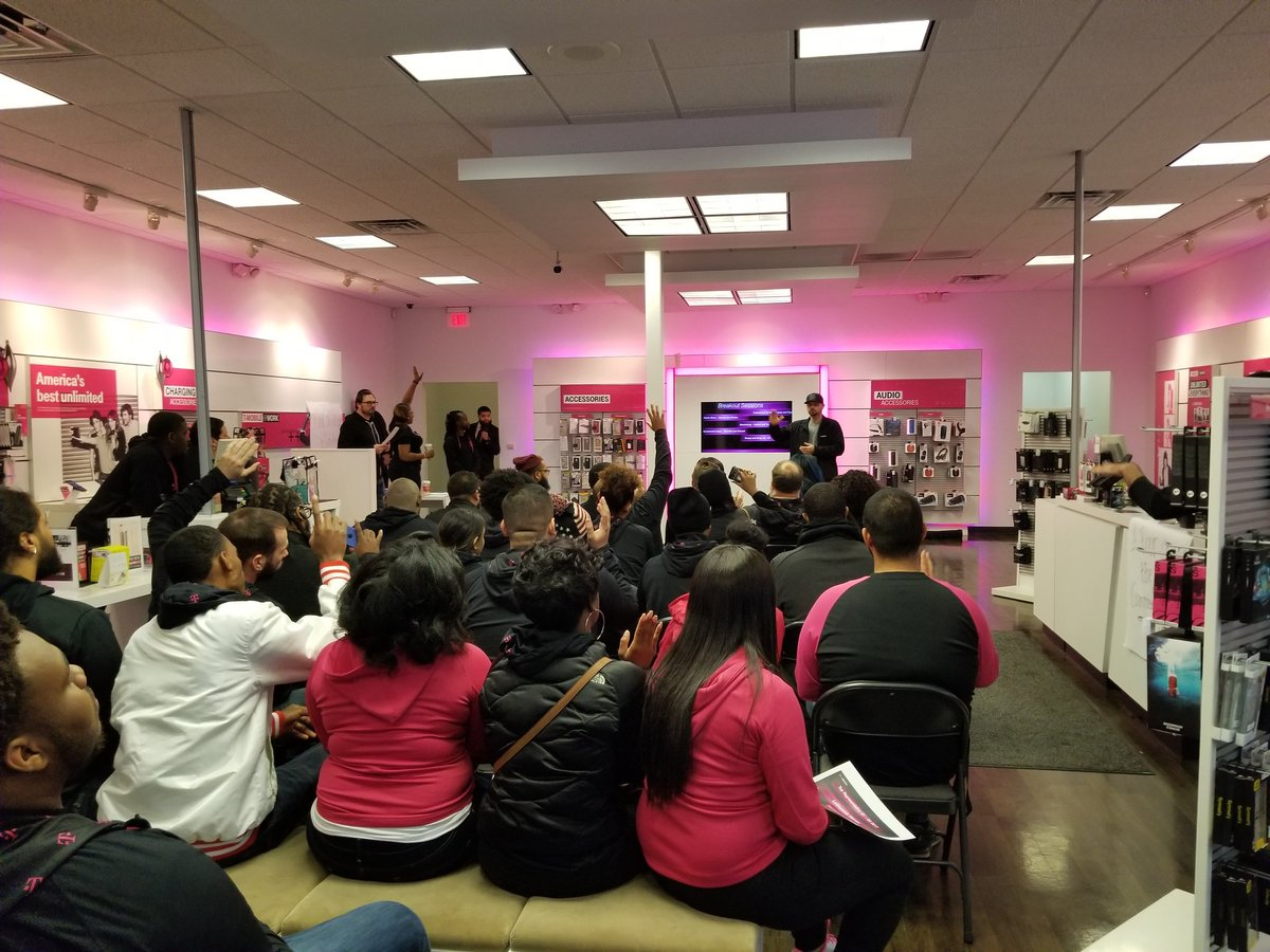 Detroit Metro East&#39;s All-Hands Meeting, gearing up to end Q4 with a bang. #makingitincredible #NCredible <br>http://pic.twitter.com/btASooZAS8