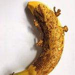 押しピンでバナナの皮を刺し変色させて描くシン・ゴジラのラスト尻尾。全て針の点描画で製作4時間。飛び出…