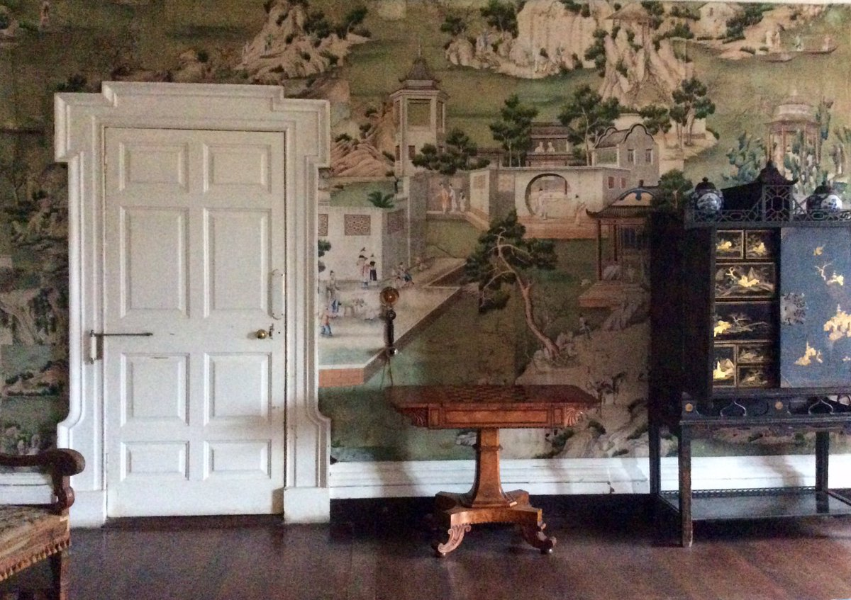 Dr Marion Mcgarry On Twitter Hand Painted Wallpaper In The