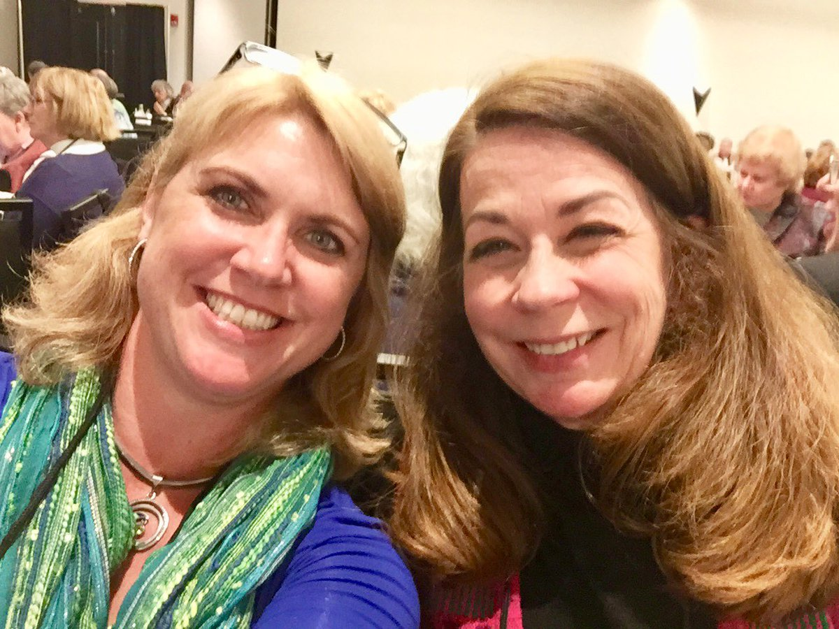 Hanging with #BestSeller #suspense #author #lisaGardner at #NewEnglandCrimebake, hoping for ruboff magic dust!<br>http://pic.twitter.com/ZsdHit0i6x