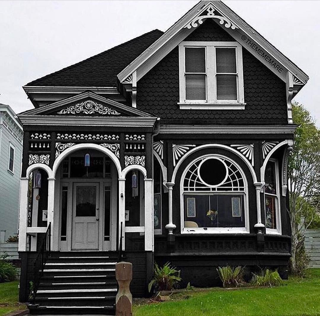 Victorian houses on twitter would you live in a black - What is a victorian house ...