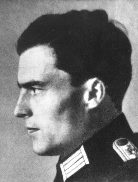 1907 Heute vor 110 Jahren wurde Claus Schenk Graf von Stauffenberg geboren, Hauptakteur des Attentats auf Hitler am 20. Juli 1944 (@einestages-Archiv) https://t.co/LBVzXoALBj