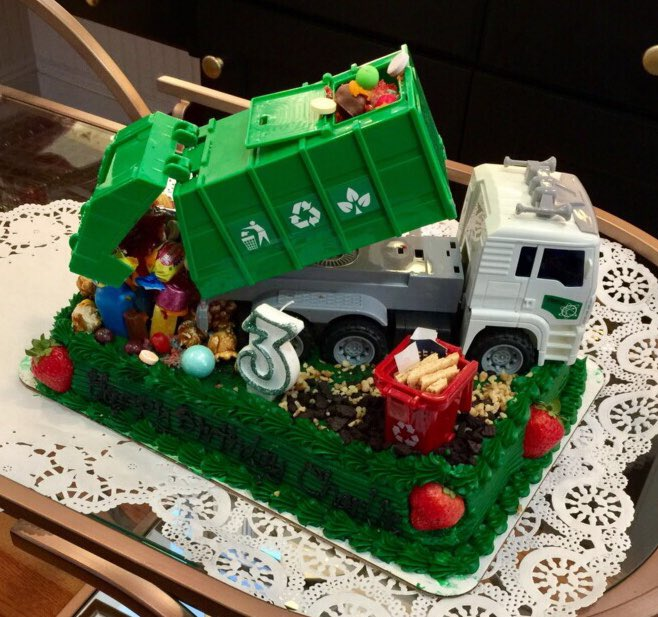 Pleasing Alex 0Xx On Twitter That Cake Is Awesome Best Piece Of Personalised Birthday Cards Veneteletsinfo