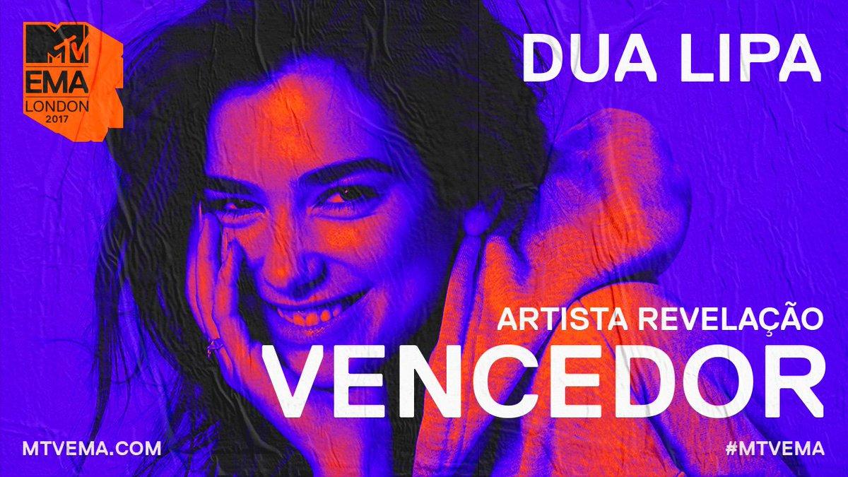. @DUALIPA é a vencedora da categoria ARTISTA REVELAÇÃO. Dona das novas regras. ❤️ #MTVEMA