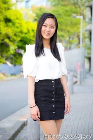 タイトスカートの工藤綾乃