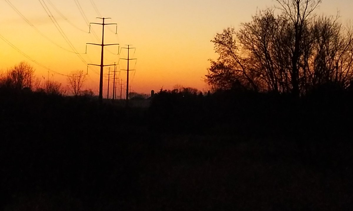 Even the highlines look good in this beautiful evening glow!  #sunset #ruralskies