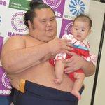<赤ちゃん抱っこ撮影会>11月9日に行われた、赤ちゃん抱っこ撮影会の様子です。sumo.or.jp/…