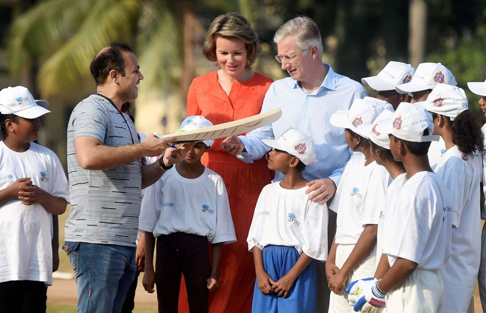 Belgium&#39;s King #Philippe, Queen Mathilde play cricket with #VirenderSehwag in Mumbai  http:// bit.ly/2zwkKtb  &nbsp;   #WeRIndia<br>http://pic.twitter.com/grjRxBjVJQ