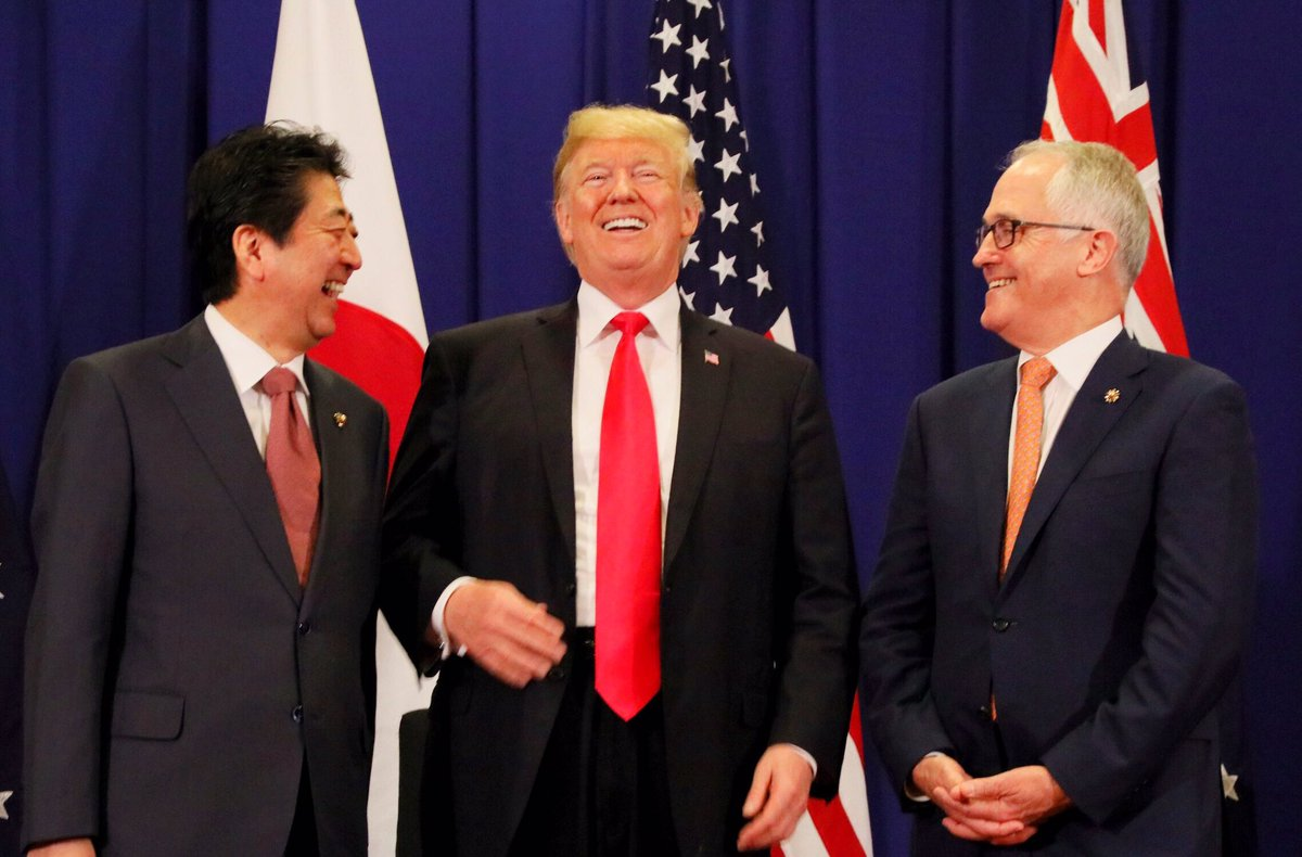 普遍的価値を共有する日米豪三か国の結束は、アジア、太平洋からインド洋に至る、この地域の平和と繁栄の礎…