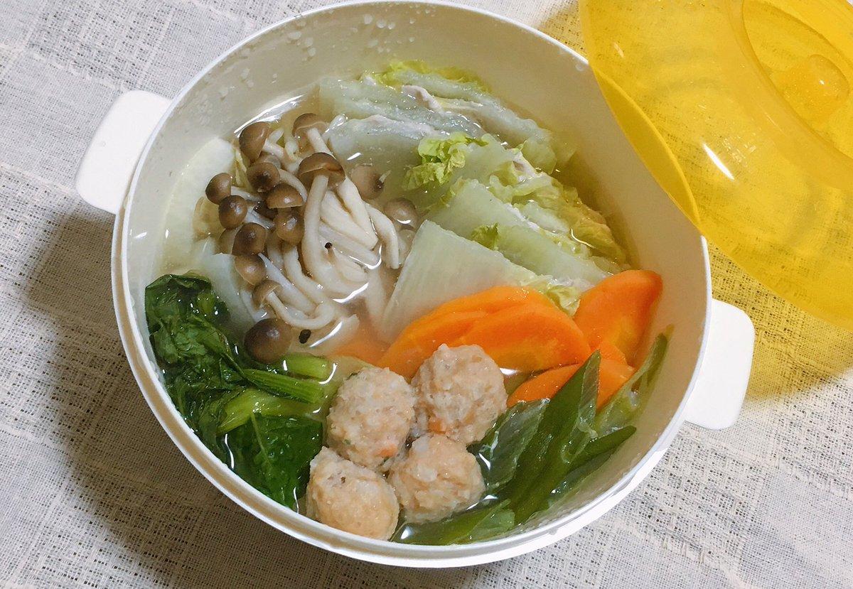 ダイソーで電子レンジ用ラーメン容器を見つけたので一人鍋してみた、好きなお野菜詰めてお水と白だし入れて…