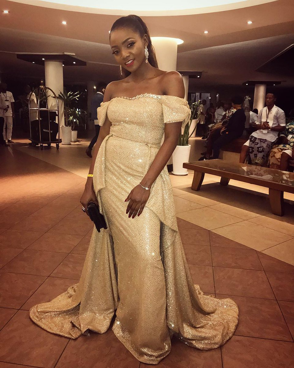 #Simi looked absolutely stunning at #AFRIMMA2017<br>http://pic.twitter.com/ZdJahLZUaV
