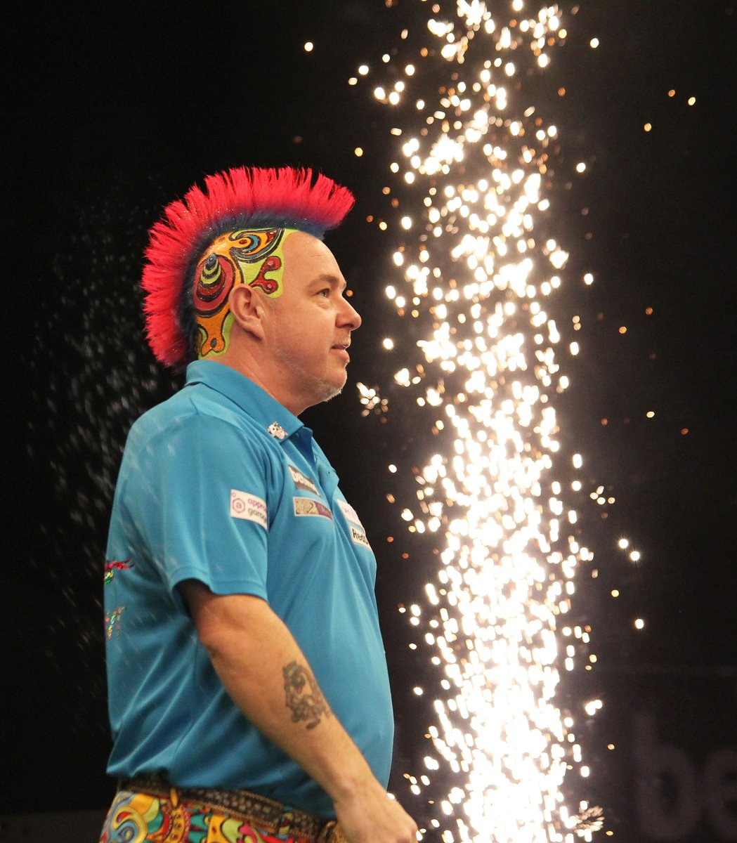 Peter Wright takes on Alan Norris this evening aiming to claim his spot in the next round of #bwin Grand Slam of Darts!      Taylor Lanning  #Snakebite #Dontstoptheparty <br>http://pic.twitter.com/VpAzHEjTSQ