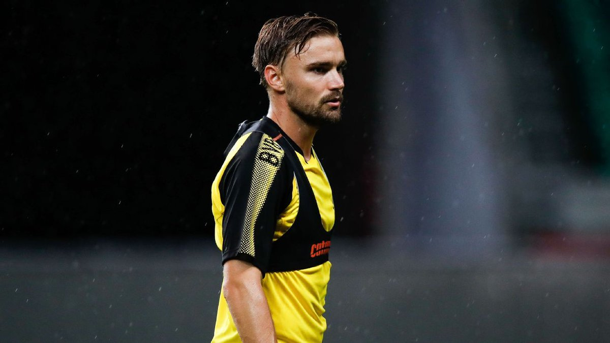 Dortmund&#39;s #MarcelSchmelzer says players owe coach Peter Bosz: As the Christian Pulisic rumours to Bayern Munich continue, the FC panel question if the time is right for the young American. #BorussiaDortmund captain Marcel Schmelzer has backed Peter Bosz…  http:// dlvr.it/Q0hrcJ  &nbsp;  <br>http://pic.twitter.com/5vg3OSpbDS
