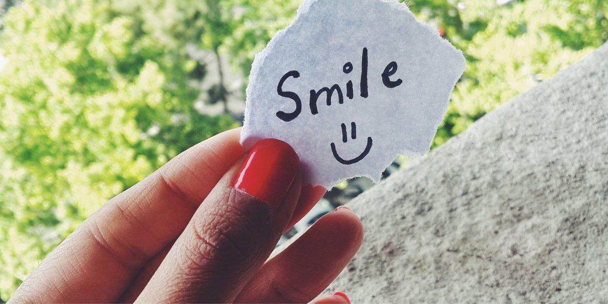 Un doux sourire peut parfois permettre à ceux qui vous entourent de se sentir plus heureux. Nous adorons cette idée en ce #WorldKindnessDay! #Invisalign #aligners #smile #sourire #happiness #bonheur #gratitude https://t.co/0ZQ6uS3UEt