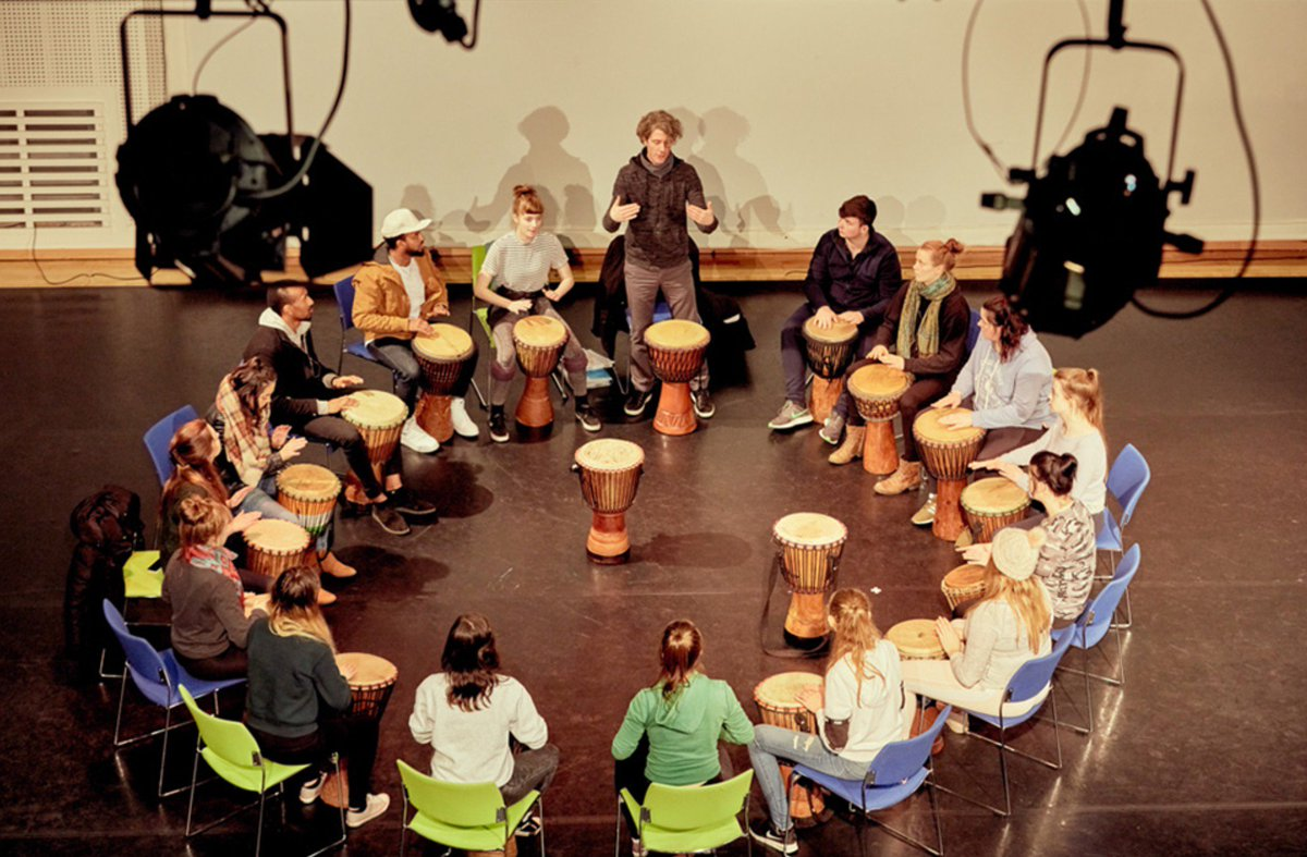 Our undergraduate students enjoying a drumming workshop with @EamonnCagney! #studyatul <br>http://pic.twitter.com/K98VA6YdR0