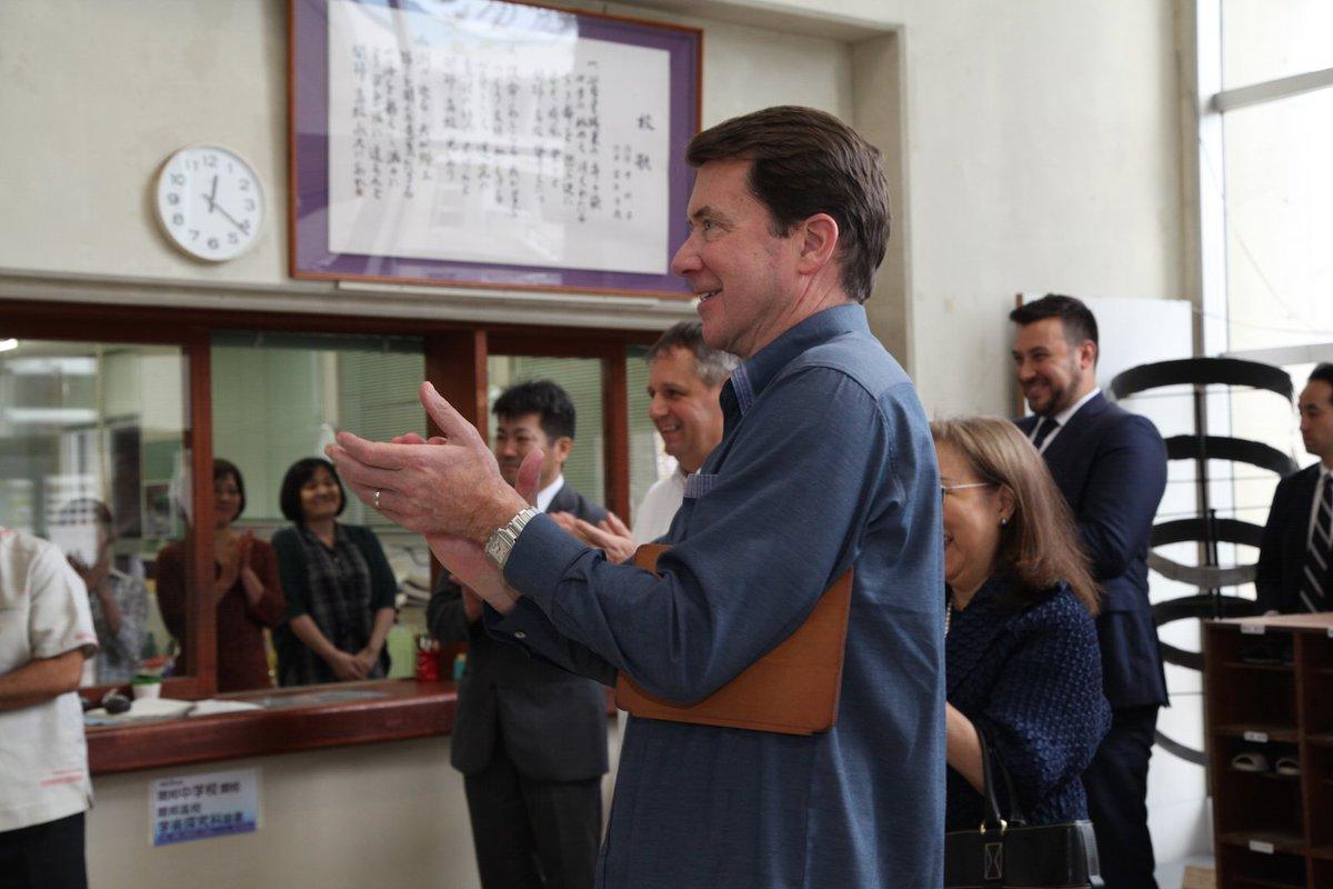 開邦高校を訪れ、よい質問をたくさんしてくださった生徒の皆さんのエネルギーと熱意に感心しました。 Fa…