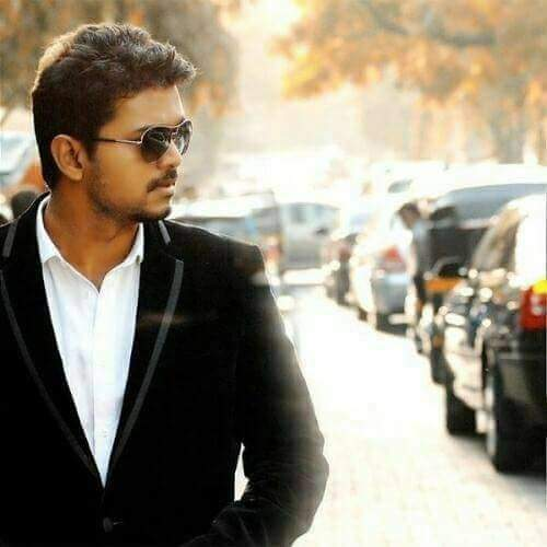 #Thuppaki started the 100 Cr journey of @actorvijay.. Delightful fact is that in 5 years @actorvijay has scored Five 100 Crore WW Grossers (Including One 200 Cr)  5YRS OF INVINCIBLE THUPPAKKI<br>http://pic.twitter.com/w3fciKIFrR