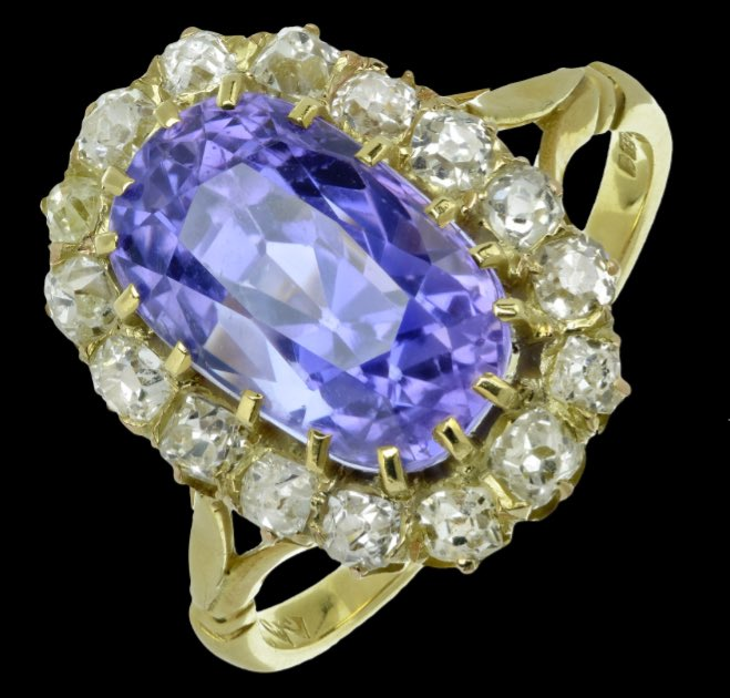 Something for this bright #BlueMonday? How about a Sri Lankan untreated colour change sapphire ring? #violetskies approx 7.1 cts, size N. £5000-7000  #Auction 29 November #mayfair #colourchangesapphire #srilankansapphire #showmeyourrings #yesplease #somethingold #somethingbluepic.twitter.com/KYtua57Kqc