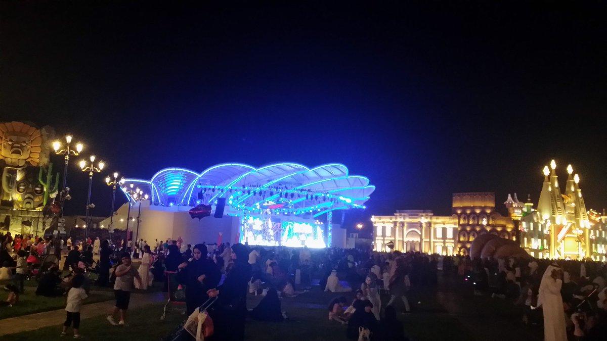 pic: 1 before start concert.. pic: 2 after start concert.. @shreyaghoshal&#39;s live concert at Dubai #GlobalVillage <br>http://pic.twitter.com/eI7KwtbrKz