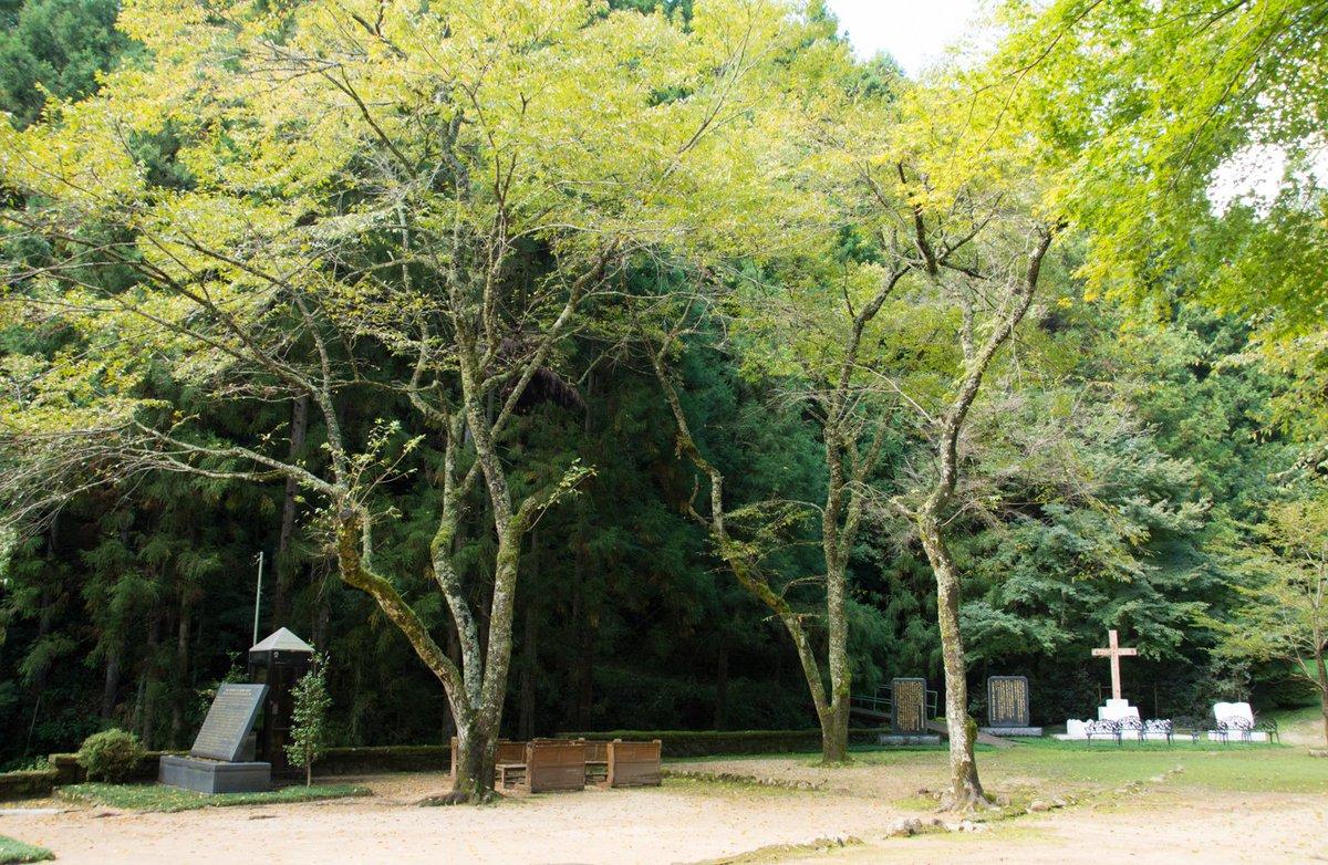 島根の外れ、細い山道を登ったその先にある殉教史跡には受話器が2つ付いた公衆電話がある。この電話機なら…