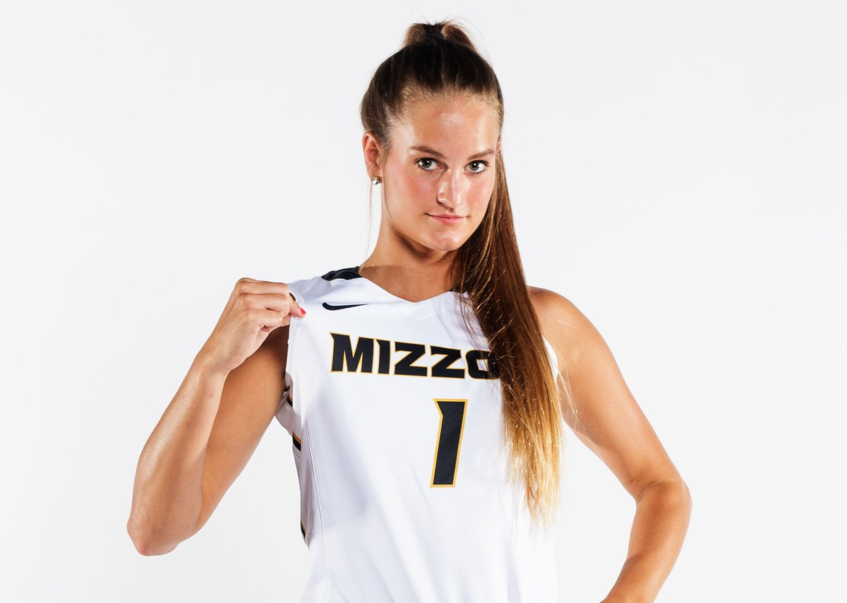 Freshman Feature: @kelsey01winfrey has wanted to be at #Mizzou her whole life. Her dream is now a reality.   :  http:// bit.ly/2zTNpc2  &nbsp;  <br>http://pic.twitter.com/u6YnKQEemU