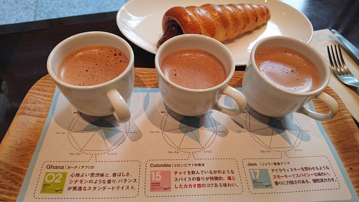 京橋の明治製菓一階のチョコカフェ年内で閉めるらしい。 残念。もう行けないかなぁ。 写真は三種類のチョコのティスティングセット500円と、チョココルネ。 https://t.co/djLuFBQuPE