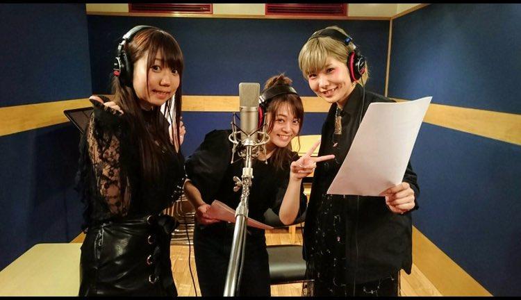 あれなんの写真や!って思ったらこれ  扇子・オブ・ワンダー☆のレコーディングの時や🙋  三人でマイク…