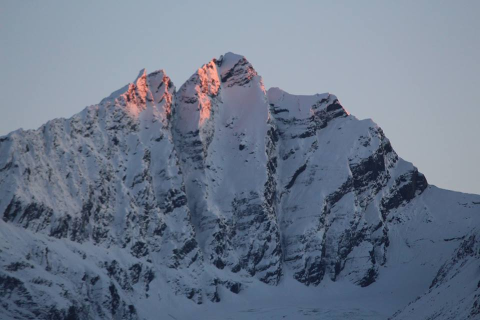 The snow is really stacking up here in beautiful Valdez!  #snow #alaska #valdez #h2oguides #chugach #heliskiing #sunsetoverthechugach<br>http://pic.twitter.com/MNw3w32elT
