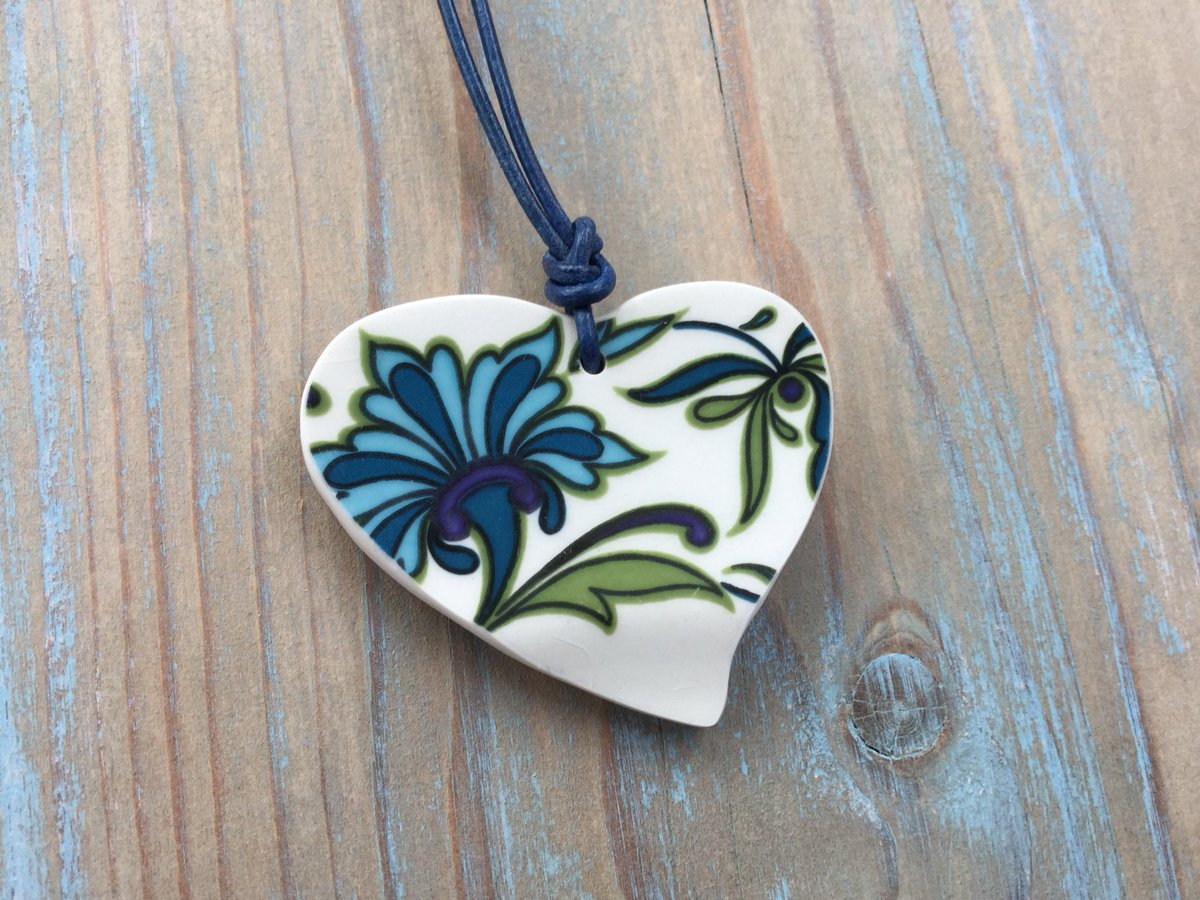 #womaninbiz #wnukrt can you resist a bit of Midwinter Spanish Garden? An iconic design from the 1960s reusing china to create beautiful and original jewellery  #vintage #ecofriendly #handmade in Wales #crafthour<br>http://pic.twitter.com/Vuv9bdk7t9