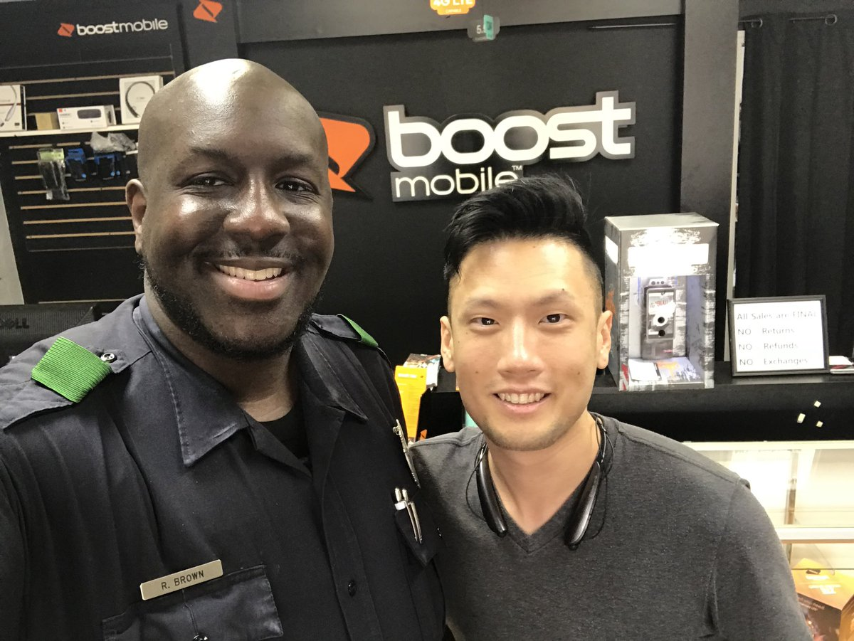It was great meeting and sharing safety tips with Geno @boostmobile (3855 Frankford). #WorkingTogetherWorks #FootPatrol <br>http://pic.twitter.com/TPjmU1bE5d