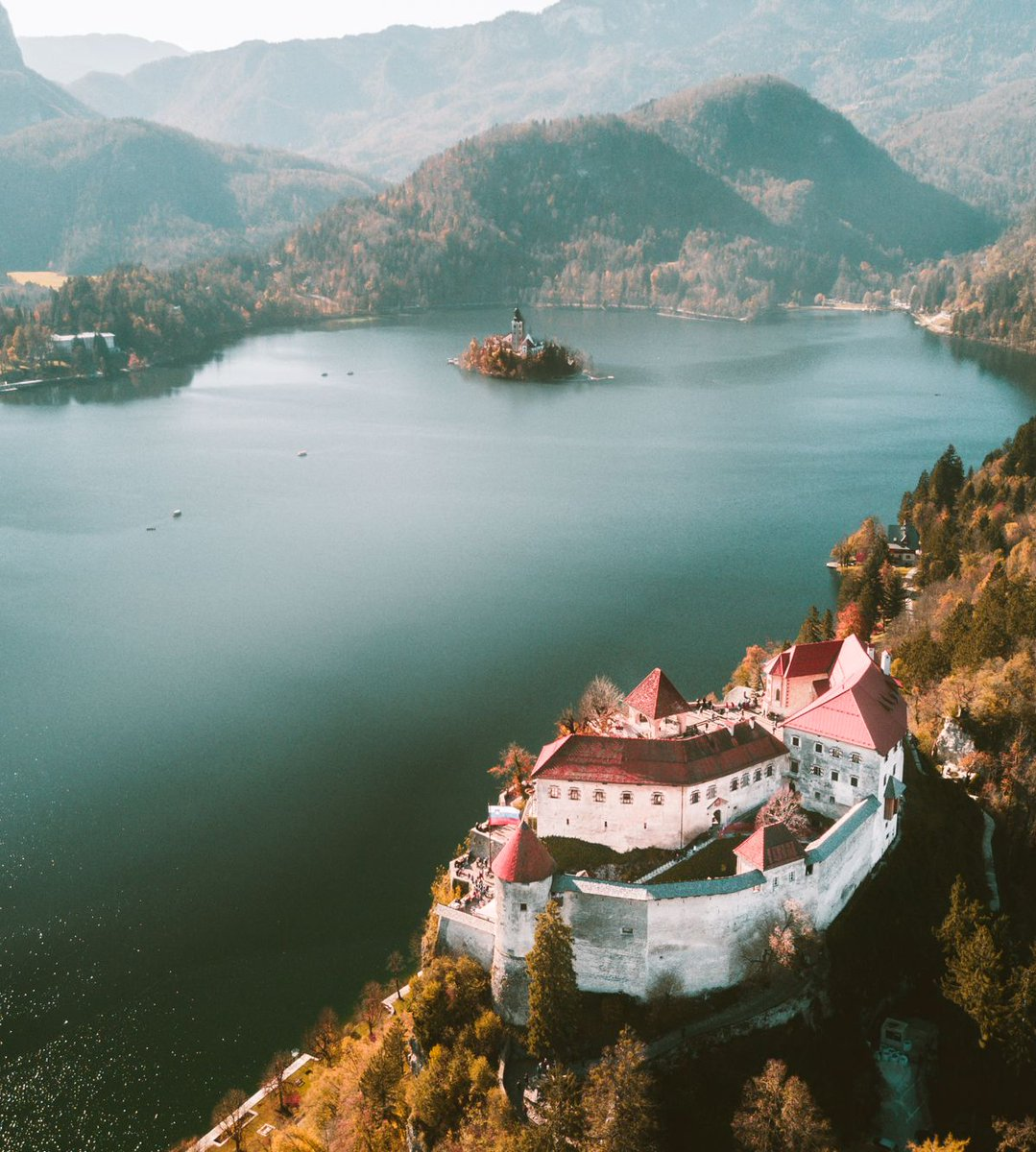 The magnificent Bled Castle on Lake Bled, Slovenia #lakebled #bled #slovenia #feelslovenia #europe @feelslovenia @sloveniainfo<br>http://pic.twitter.com/PwUEnCyQ41