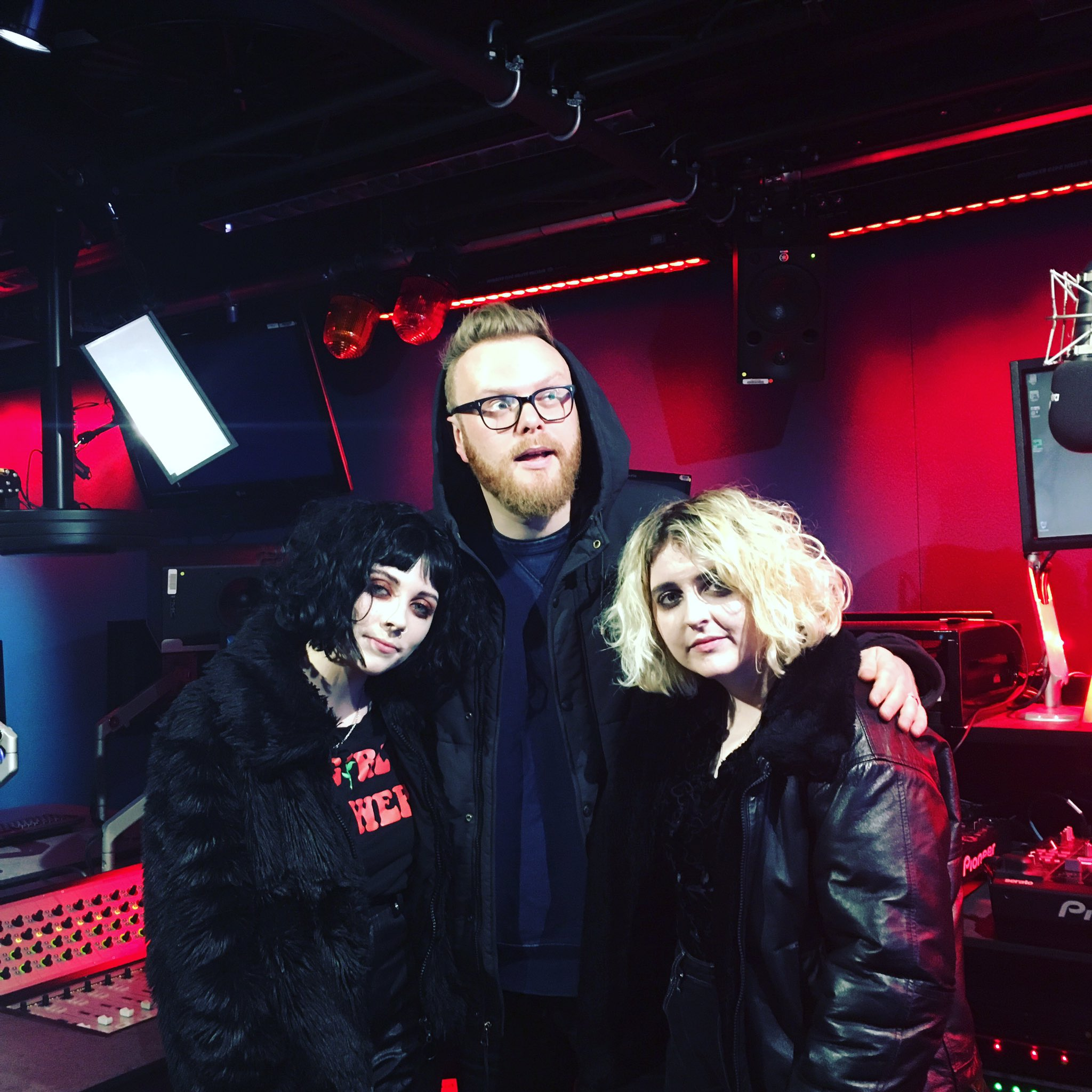 Ready for @palewaves in session tonight @BBCR1. Lock in! #palewaves https://t.co/x7zoGfjcO0