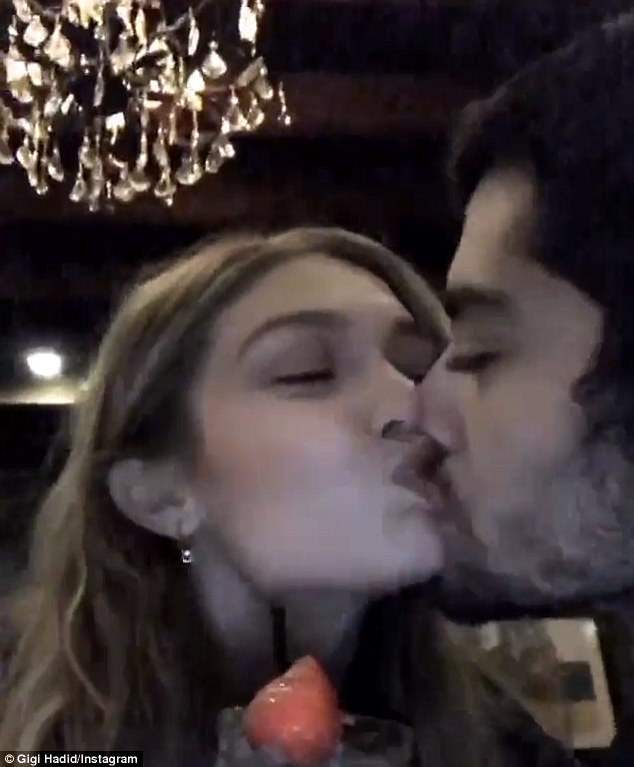 #GigiHadid celebrates 2 years of dating her favorite human #ZaynMalik, kissing him passionately in her Insta-stories on Sunday.  https://www. facebook.com/worldmusicawar ds/posts/1508748969206211 &nbsp; … <br>http://pic.twitter.com/WLAQenwFHP