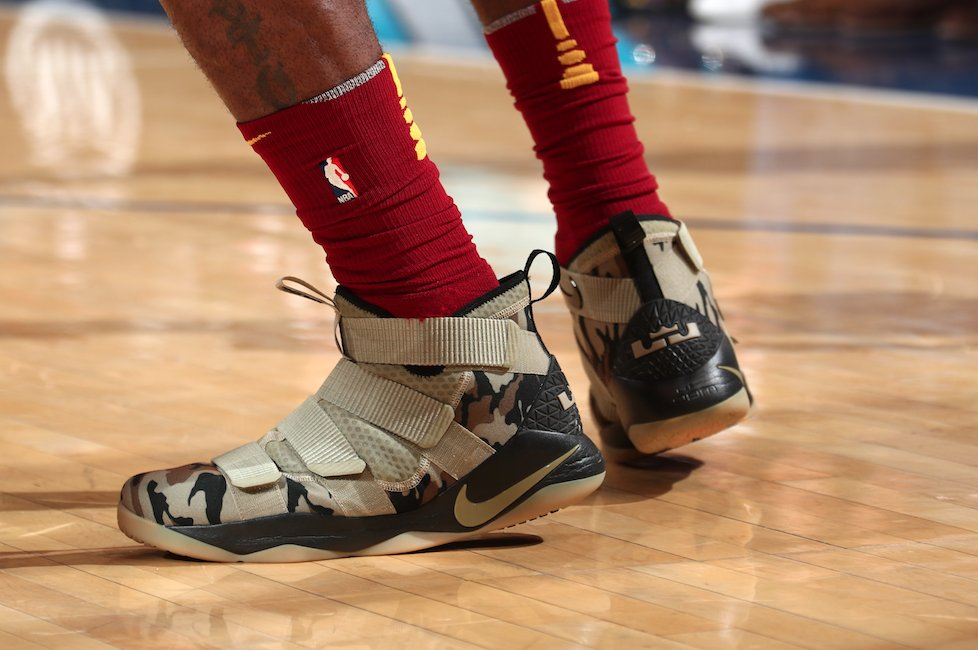promo code 6d197 02d74 solewatch: @kingjames in the nike lebron soldier 11 tonight ...