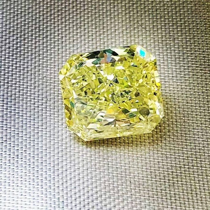 Yellow diamond  Share with your freinds! #fashion #Diamond #classy #wedding #yellow #RETWEEET #FolloForFolloBack #follo4folloback #FolloMe <br>http://pic.twitter.com/pkyt1GGMAk