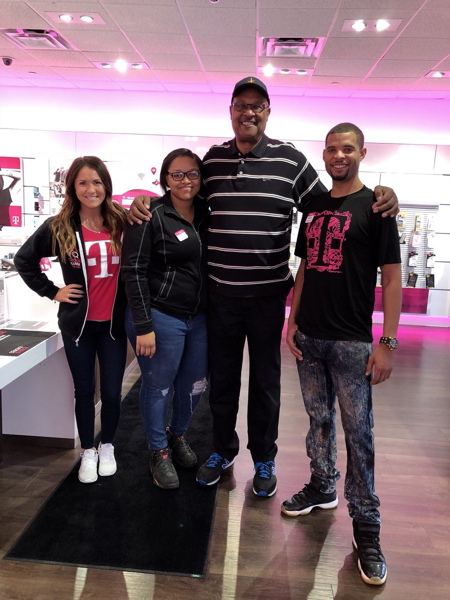 Welcome to the #Magenta @TMobile Family  Elmore Smith!  #NCredible #GOOTR #NBA  #Cavs #CLE #NBRPA<br>http://pic.twitter.com/yAbySsZ0IT &ndash; à T-Mobile