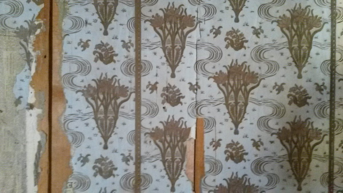 twitter artnouveau jugendstil wallpaper in an abandoned house in switzerland more pictures httpstcot7dqznwxcl interieur interieurstyling