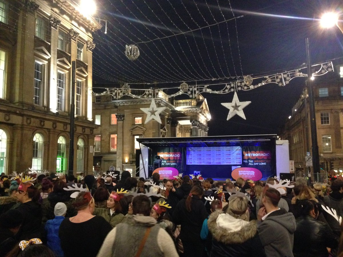 Well it&#39;s me, @MyElfGelf, @metroradiouk...and a load of reindeer waiting for the #Newcastle #Christmas lights switch on...and counting! #TheFestiveLog<br>http://pic.twitter.com/yQdzOaxq8w