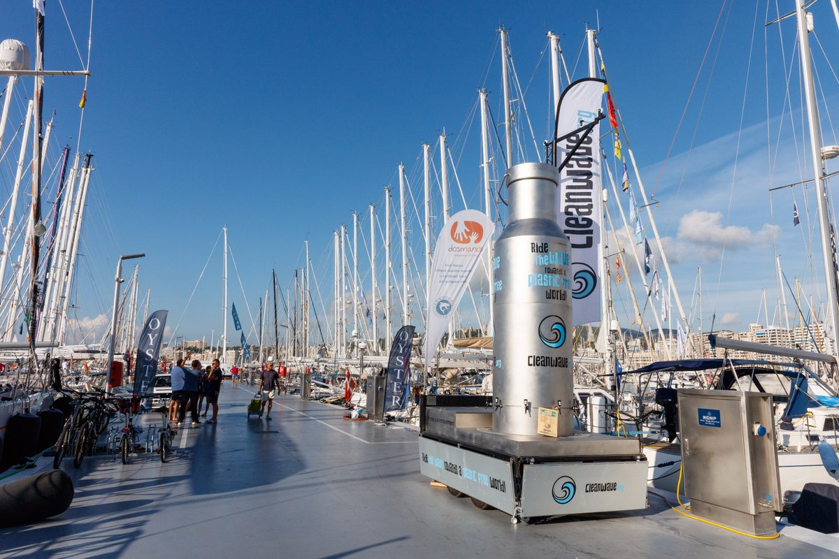 At our #Palma Regatta @OysterMarine worked with local companies  http:// Cleanwave.org  &nbsp;   &amp;  http:// AsociacionOndine.org  &nbsp;   to promote #RidetheWavetoaPlasticFreeWorld campaign, raising awareness to reduce single use plastics &amp; #plasticpollution.  http:// Cleanwave.org  &nbsp;   #CleanwaveMovement<br>http://pic.twitter.com/FBKwdLSsX9
