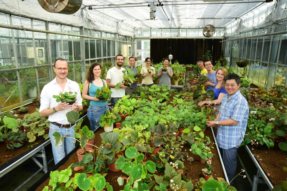 A great photo of me and the rest of @RBGE_Science team Begonia with our colleagues from Academica Sinica, Taiwan, back in August  #ScienceIsGlobal <br>http://pic.twitter.com/DJJUnSjQS7