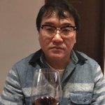 不満だらけの顔。ワイン飲んでるのに。。。おもしろきこともなき世をおもしろくそうだろ竹山おばさん? p…