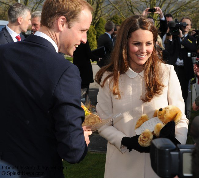 It looks like Kate could be wearing her...